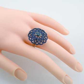 Anello in argento con pietre blu