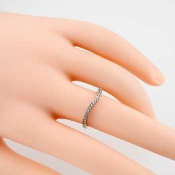 Anello riviera a onda in oro bianco e diamanti