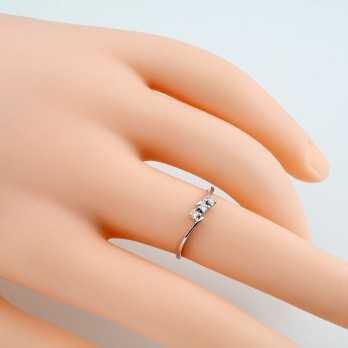 Anello Trilogy con diamanti 0,09 Ct. in oro bianco