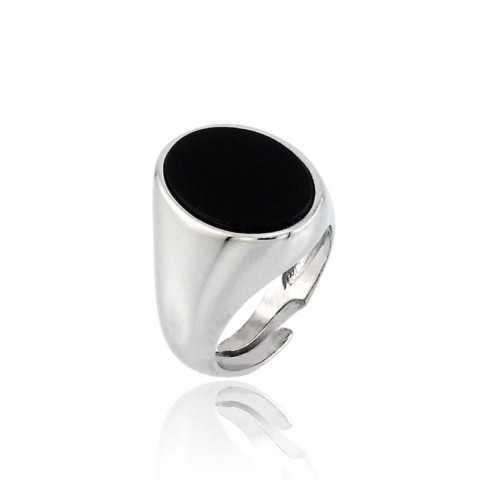 Anello da mignolo con pietra nera ovale