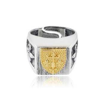 Anello Medievale in argento con scudo dorato