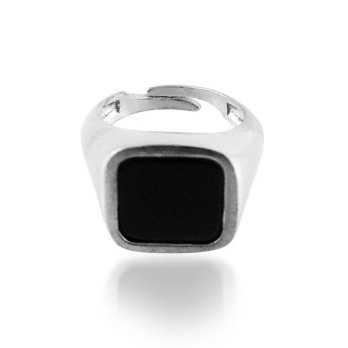 Anello da mignolo con pietra nera quadrata